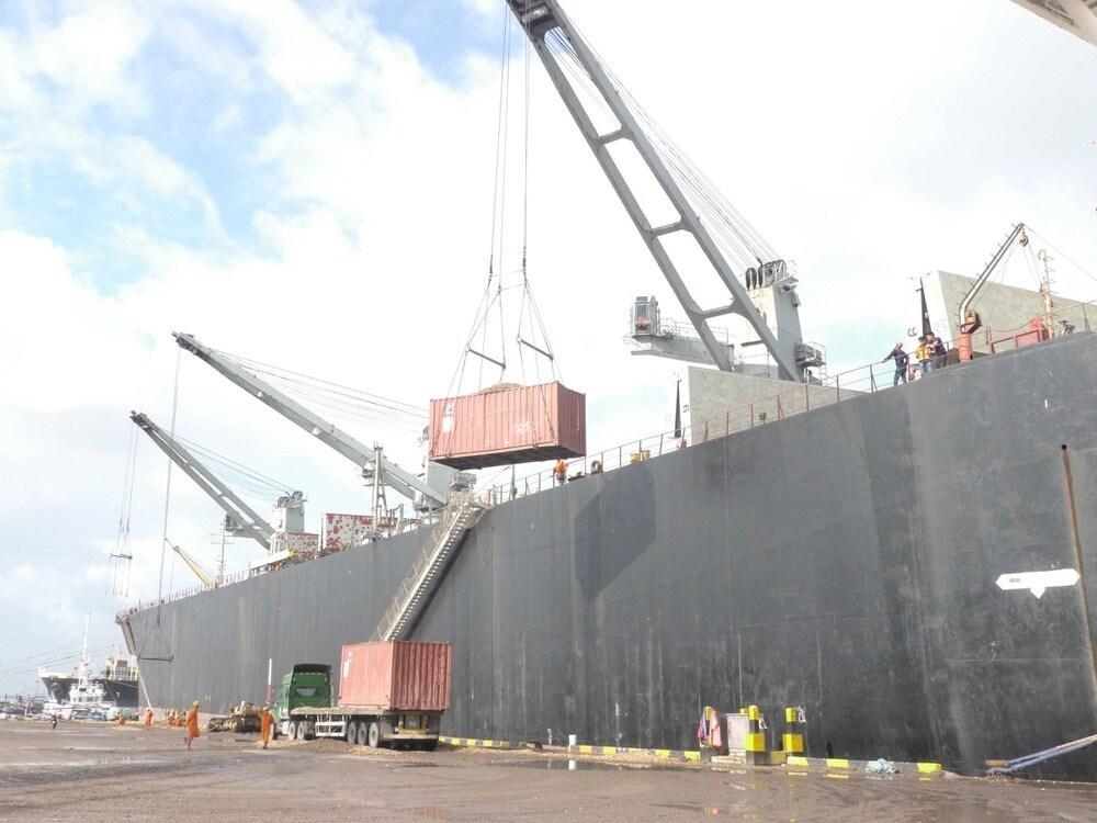 Cảng Quy Nhơn giảm giá dịch vụ,