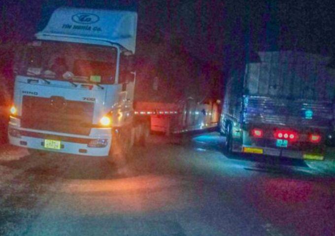 Đắk Lắk: Xe container va chạm xe tải trên đèo Phượng Hoàng, giao thông kẹt cứng
