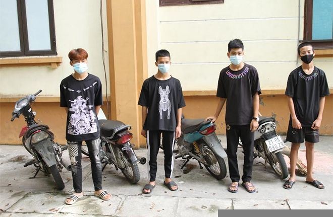 Yên Bái: Triệu tập nhóm thanh thiếu niên cầm chổi thách thức CSGT ở chốt kiểm dịch