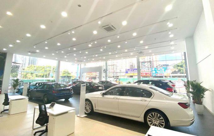 """Covid-19 """"thổi bay"""" một nửa doanh số của thị trường ô tô Việt Nam"""