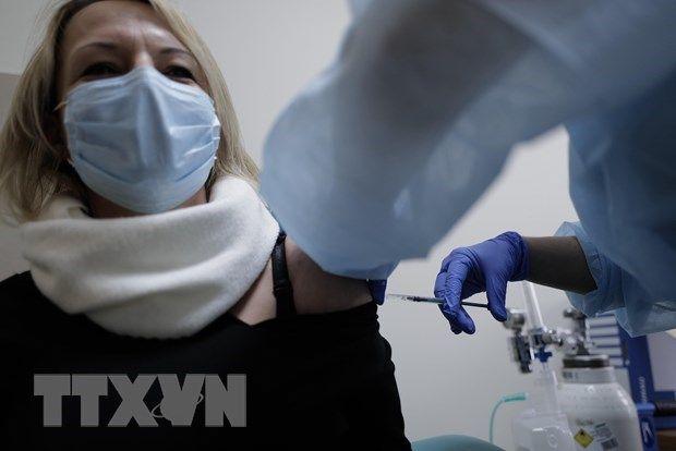 Italy và Anh tiêm chủng mũi thứ 3 cho những người dễ bị tổn thương