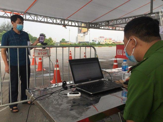 Hà Nội dùng camera quét mã QR code tại 23 chốt kiểm soát COVID-19
