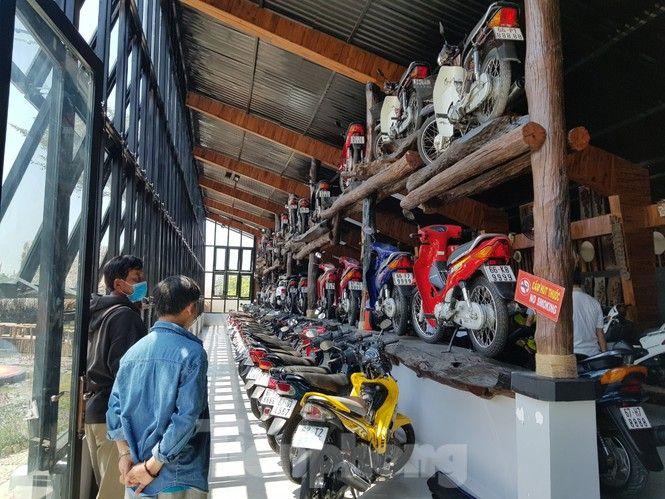 Mê mẩn bộ sưu tập 500 chiếc xe máy biển số 'khủng'