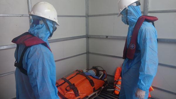 Cứu nạn thuyền viên bị tai biến trên vùng biển Hoàng Sa giữa bão Covid-19