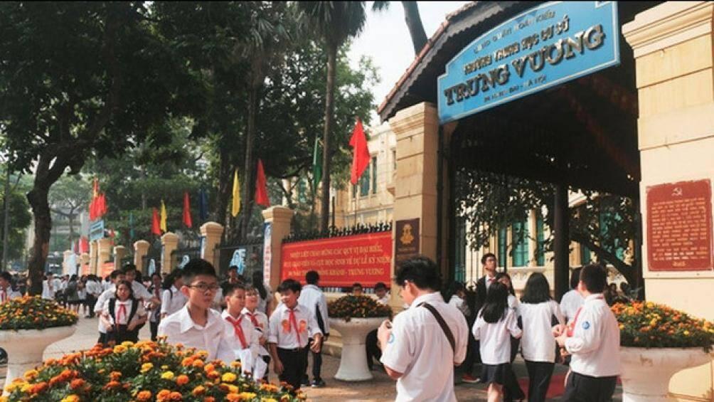 Hà Nội: Xác minh tin người phụ nữ mặc áo xe ôm công nghệ lừa đón học sinh
