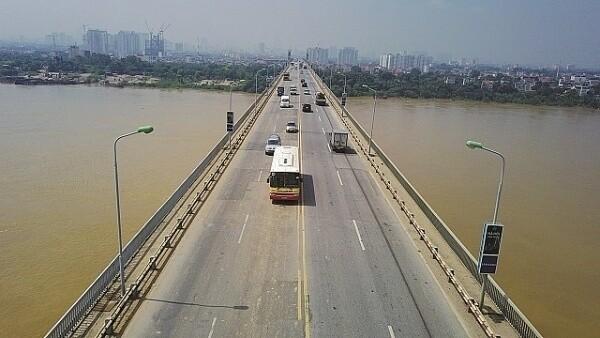 Hà Nội điều chỉnh lộ trình 16 tuyến buýt để sửa mặt cầu Thăng Long