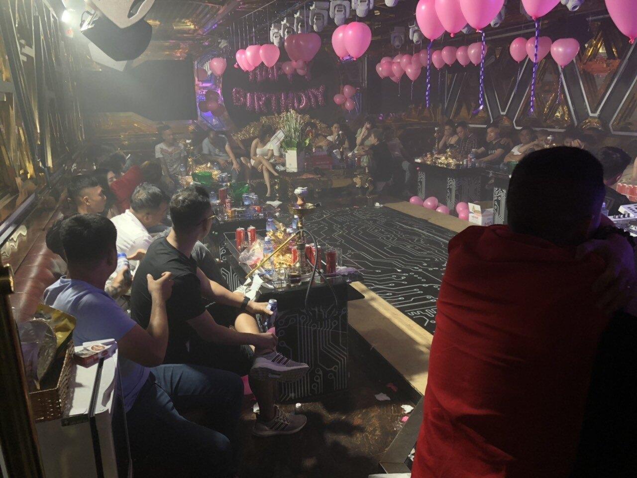 Đột kích quán karaoke Alibaba, Victory ở TP.HCM, 87 người dương tính ma túy