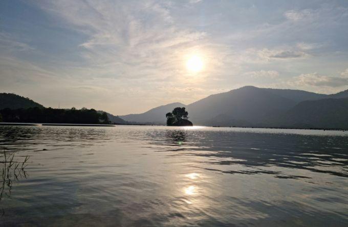 Chiều buông trên hồ Đa Mi