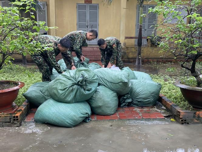 Bắt giữ nhiều hàng hóa nhập lậu qua cửa khẩu Quốc tế Tịnh Biên