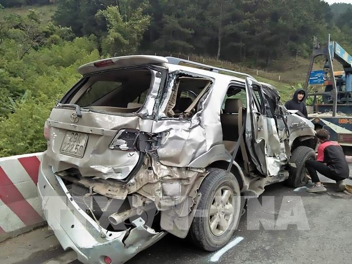 Ôtô rơi vực sâu 100m gần sông Nho Quế, 7 người thương vong