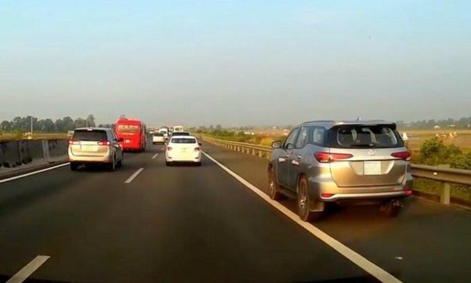 Đường Hà Nội- Bắc Giang chưa đủ tiêu chuẩn cao tốc