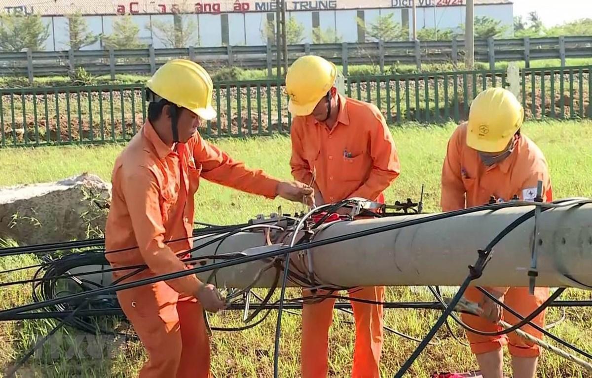 Tập trung hỗ trợ dân sửa chữa nhà cửa, trường học, khôi phục sản xuất